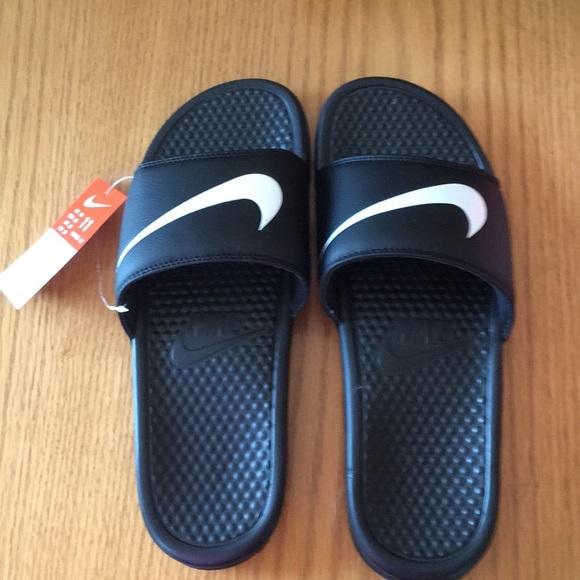 0734f499e665fb Nike men s 11 women s 12 Benassi Swoosh sandals